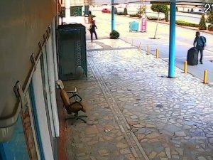 Market çalışanı, bıçaklı soyguncuyu fırlattığı 'turşu kavanozu' ile engelledi