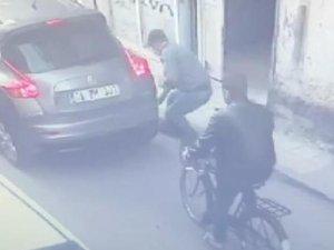Otomobilin lastiğini patlatıp, bagajından 253 bin lirayı çaldılar
