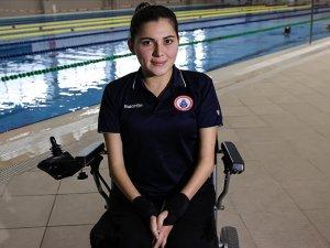 Paralimpik yüzücü Elif İldem azmiyle engel tanımıyor