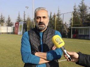 Ankaragücü teknik direktörü ve futbolculardan taraftara yeni yıl mesajı