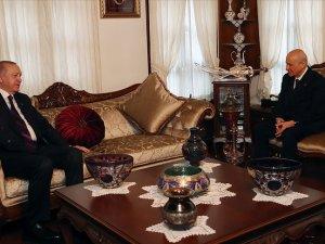 Cumhurbaşkanı Erdoğan MHP Genel Başkanı Bahçeli'yi evinde ziyaret etti