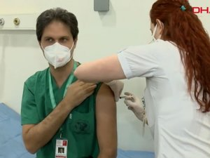 İstanbul'da sağlık çalışanlarına aşı yapıldı