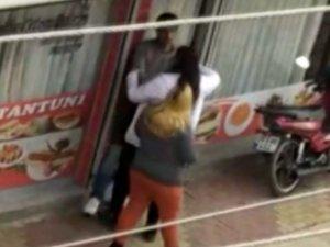 Kavgaya müdahale edenler: Lokantacıyı döven kız kardeşleri zor engelledik