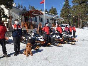 Kayak tatilindeki turistlerin kar motorlu kahramanı: JAK