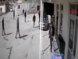 Kısıtlamayı ihlal edenlerin polis ve jandarmayı görünce kaçma anları kamerada