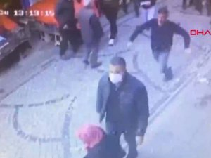Fatih'te esnaf akrabasını silahla yaralayan kişinin kaçtığı anlar kamerada