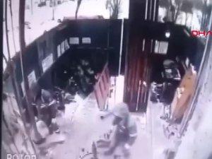Rusya'da inşaat alanındaki korkunç iş kazası kamerada