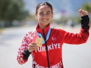 Balkan şampiyonluğuyla Türk atletizm tarihine geçen Ayşe Tekdal