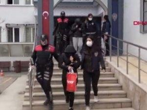 Bursa merkezli 5 ilde 'kameralı gözlük' ile kadınları fuhşa sürükleyen çeteye operasyon