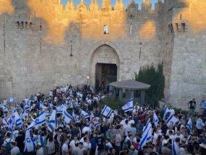 Aşırı sağcı Yahudilerin Şam Kapısı'ndaki provokatif bayrak yürüyüşü başladı