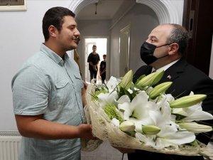 Bakan Varank, darbedilen basın mensubunu ziyaret etti