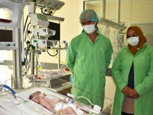 Kovid-19'a yakalanan anne bebeğine 1 ay sonra kavuşabildi