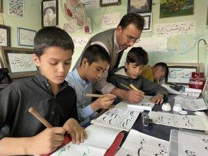 Afganistan'da çocuklara hat sanatı eğitimi
