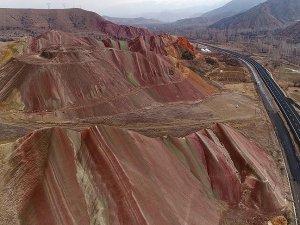 """Erzurum Oltu'nun """"gökkuşağı tepeleri"""""""