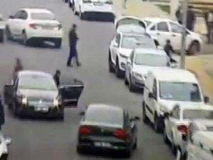 Diyarbakır'da sokakta çatışma kameraya yansıdı