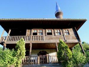 Tarihi 'çivisiz' camiler ziyaretçilerini büyülüyor