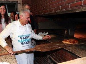 Başbakan Yıldırım fırında pide pişirdi