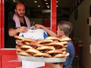 'Simitçi Erkan' bayramda Suriyeli yetimleri sevindirecek