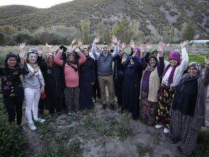Bakan Pakdemirli, devletten destek alan çiftçilerle buluştu